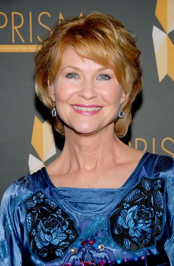 Dee Wallace Measurements, Height, Weight, Bra Size, Age, Wiki, Affairs