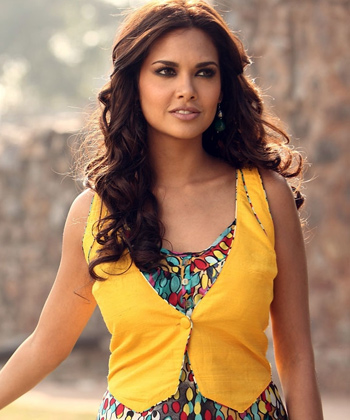 Esha Gupta Measurements, Height, Weight, Bra Size, Age, Wiki, Affairs