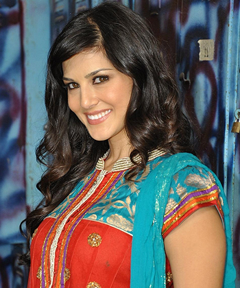 Sunny Leone Measurements, Height, Weight, Bra Size, Age, Wiki, Affairs