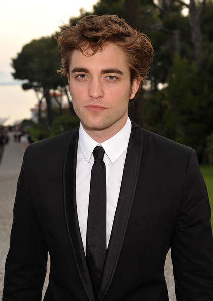 Robert Pattinson Height, Weight, Body stats, Wiki