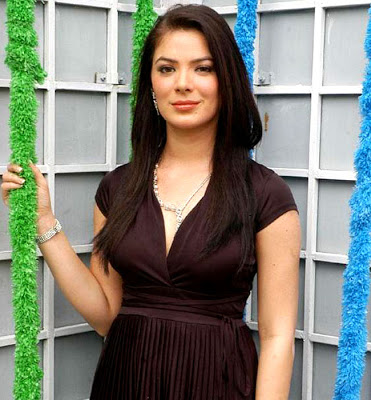 Urvashi Sharma Measurements, Height, Weight, Bra Size, Age, Wiki, Affairs