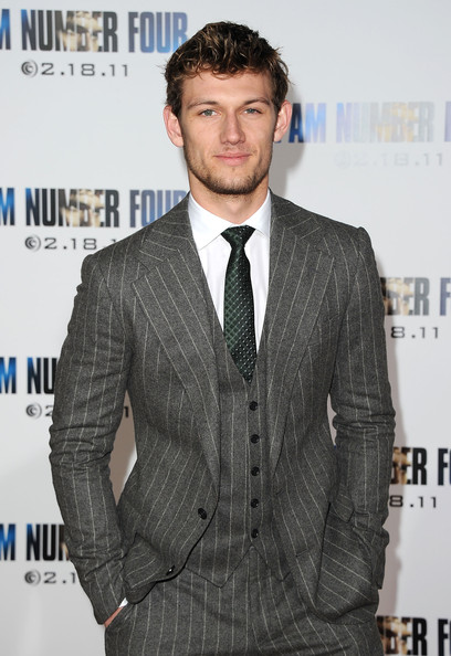 Alex Pettyfer Height, Weight, Body stats, Wiki