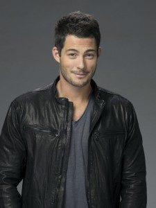 Brian Hallisay Height, Weight, Body stats, Wiki
