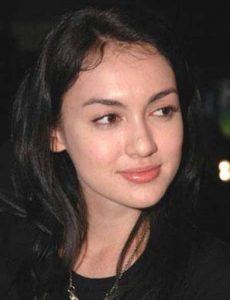 rianti-cartwright-measurements-height-weight-bra-size-age-wiki-affairs