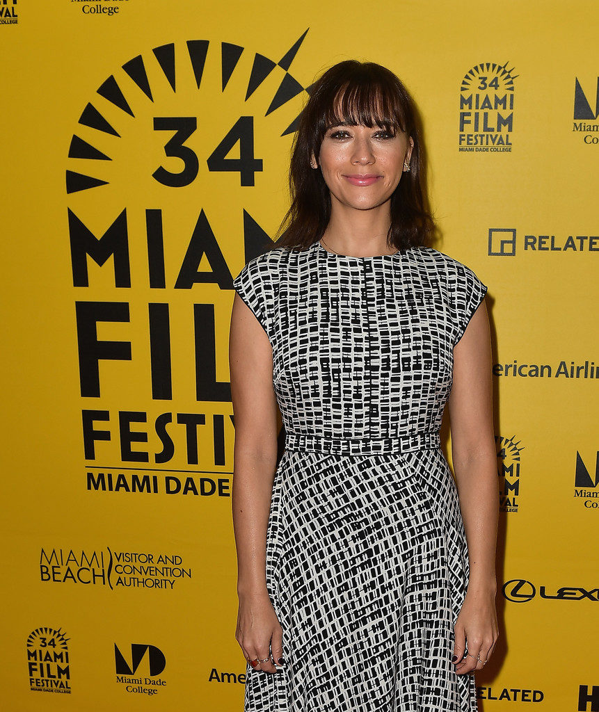 Rashida Jones Measurements Height Weight Bra Size Age Wiki Affairs